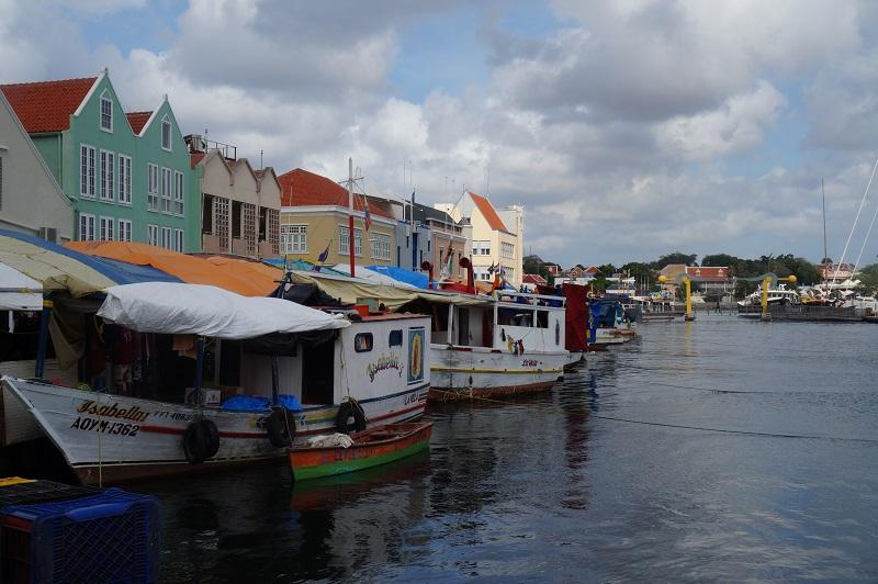Things to do in Willemstad - Visit the floating market