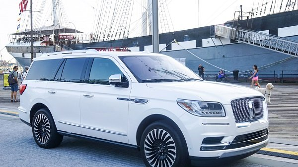 Lincoln Navigator at the Lincoln Summerhouse NYC Pop-Up